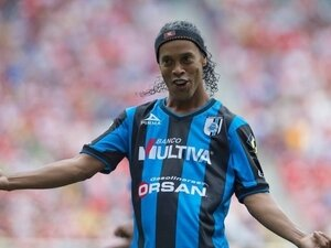 Ronaldinho, Meksika'ya veda etti!