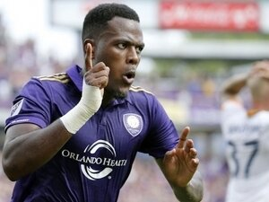 Atiba, golcü transferinde devrede